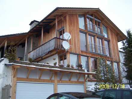 Neuwertige Terrassenwohnung mit fünf Zimmern und Balkon in Penzberg