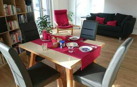 Stilvolle, neuwertige 2-Zimmer-Wohnung mit Balkon und Einbauküche im Oberen Albgrün