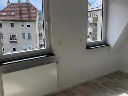 vollständig renovierte 2-Zimmer-Dachgeschosswohnung mit Einbauküche in Stuttgart