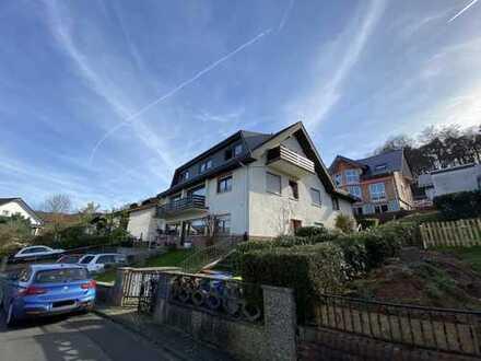 Gepflegte 5-Raum-Wohnung mit Balkon und Einbauküche in Linsengericht