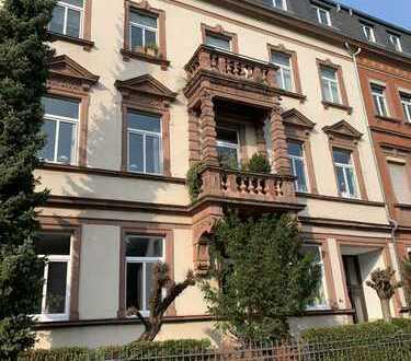Schmuckstück in Hanau... Charmante, großzügige Stilaltbau-Eigentumswohnung mit Garage.