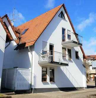 Lichtdurchflutete, modernisierte 2-Zimmer-Wohnung mit Balkon provisionsfrei direkt vom Eigentümer !!