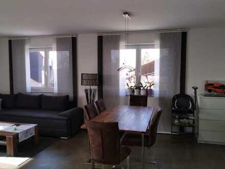 Neuwertige Wohnung mit drei Zimmern sowie Balkon und EBK in Sulz am Neckar