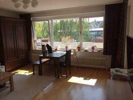 Schöne helle drei Zimmer Wohnung in S-Botnang