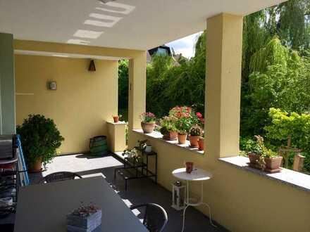 Tolle 2-Zi. EG-Wohnung mit eigenem Gartenanteil offener Wohnküche, Sonnenterrasse in ruhiger Lage