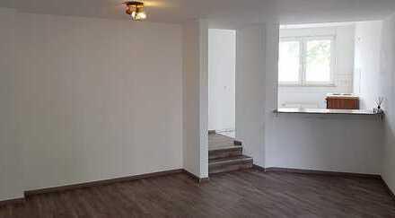 Helle und moderne ein Zimmer Wohnung mit kleiner Einbauküche in Langen