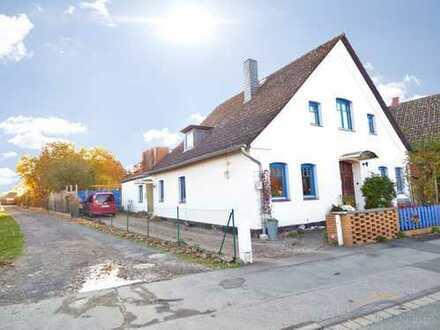 Barsinghausen Kirchdorf: Individuelles großes Haus mit naturnahem Garten in ruhiger Lage