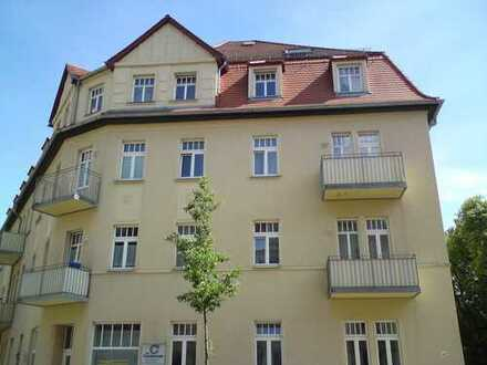 ***Individuell geschnittene 2-Raum-Wohnung mit EBK im Dachgeschoss***