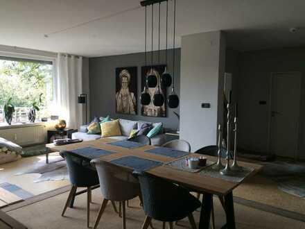 Gepflegte 4-Zimmer-Penthouse-Wohnung mit Balkon und Einbauküche in Oldenburg
