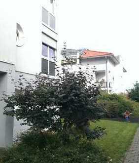 stadtnahe und traumhafte 3 - Zimmer Wohnung mit Terrasse