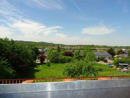 4 Zi. DG-Maisonettewohnung mit Dachbalkon und TG-Stellplatz