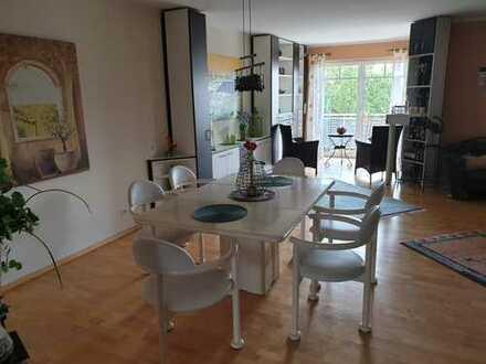 Moderne 5,5-Zi-Woh. über 3 Etagen in 2,5 FH, Balkon, Garten, 2 Carports, ALNO-EBK, im Neubaugebiet