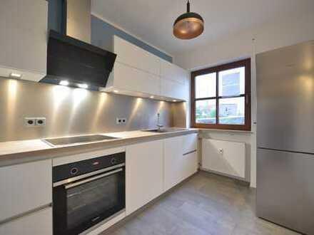 Sanierte Wohnung mit Einbauküche und Terrasse: stilvolle helle 2,5-Zimmer-EG-Wohnung/Erlangen