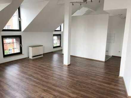 *AUßERGEWÖHNLICH* 2 Zimmer-DG-Wohnung mit Nachtspeicherheizun in Düsseldorf