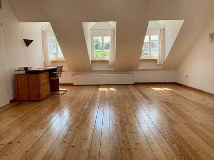 Haus, ca. 160 m2 Wohnfläche, 7 Zimmern, 2 Bäden und herrlichem Garten und Garage in Schleidweiler