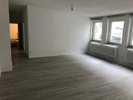 Büro mit 2 Zimmern und Garage in zentraler Lage / frisch renoviert