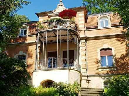 Traumhafte 3,5-Zimmer-Hochparterre-Wohnung mit Balkon und EBK in Dresden-Ost
