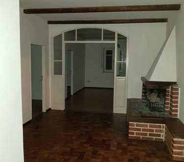Lichtdurchflutete geräumige Etagenwohnung in ruhiger Ortsrandlage