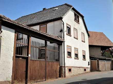 Sanierungsbedürftiges Einfamilienhaus mit 2 Scheunen + Carport