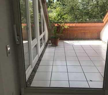 Stilvolle, vollständig renovierte ruhige helle 3-Zimmer-DG-Wohnung mit Loggia in Heidelberg