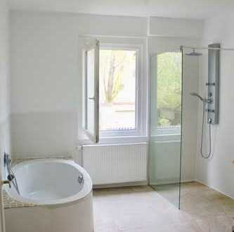 Wunderschöne 2-3 Zimmer-Wohnung * Liebe zum Detail + Grundstück - in guter, ruhiger Lage von Schwenn