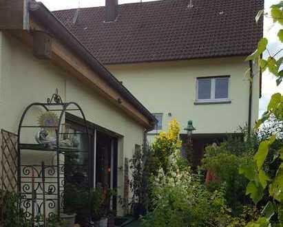 2-Familienhaus 220 m² + freistehendes barrierefreies 60 m²-Haus erweiterbar um 100m²