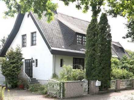 Einfamilienhaus mit viel Platz und großem Garten von Privat