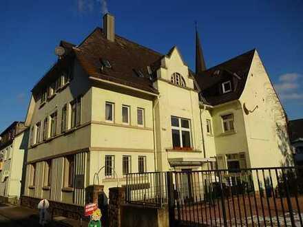 Sofort frei!! Wohnung mit großem Balkon & Blick zum Niederwalddenkmal in Seitenstraße