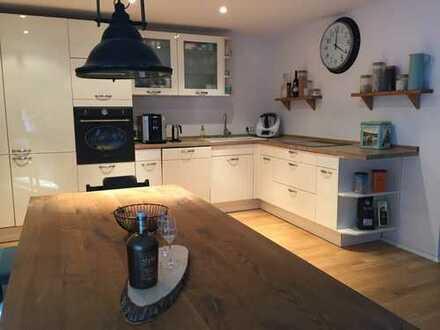 Exklusive, neuwertige Penthouse-Wohnung mit großzügiger Dachterrasse und Einbauküche in Heidelberg