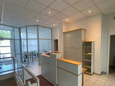 Moderne Bürofläche im EG mit Stellplätzen