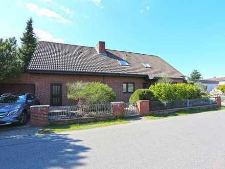 Schönes, geräumiges Haus mit separaten Eingang und Gästehaus im Garten
