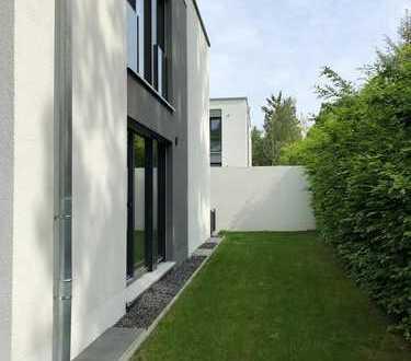Modern & Mondän: 5 Zimmer- Doppelhaushälfte in Nürnberg-Weiherhaus
