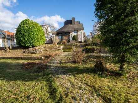 Großzügiges Einfamilienhaus mit Einliegerwohnung und riesigem Garten in Stuttgart-Heumaden