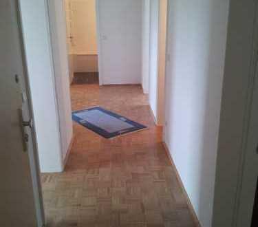 Gepflegte 3-Zimmer-Wohnung mit Balkon und Einbauküche in Hannover
