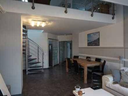 Modernisierte 3,5-Zimmer-Maisonette-Wohnung mit Balkon und Einbauküche in Schlebusch