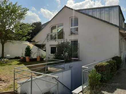 Schönes, geräumiges Haus mit sechs Zimmern in Offenbach (Kreis), Dreieich