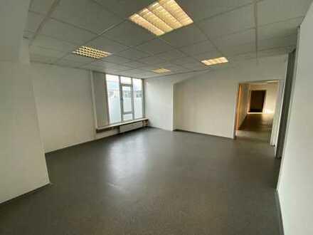 Attraktive Büroflächen mit einer Gesamtfläche von ca. 536 qm und 5 optionalen Stellplätzen in Nürnbe