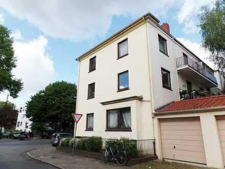 Neustadt, modernisierte 2,5 Zimmer Altbauwohnung mit Balkon und Garage