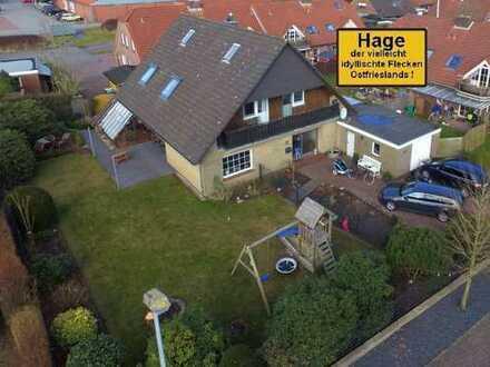Gekonnt modernisiertes Einfamilienhaus mit reichhaltigem Platzangebot in beliebter Lage von Hage!