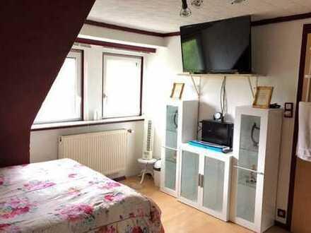 möbliert, löffelfertig, fast eine eigene Wohnung. Zimmer mit eigener Du, Wc, Küche, Internet, TV