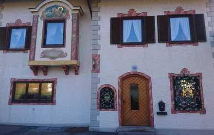 Gemütliche 2,5-Zimmer-Dachgeschosswohnung mit Balkon in Tegernsee