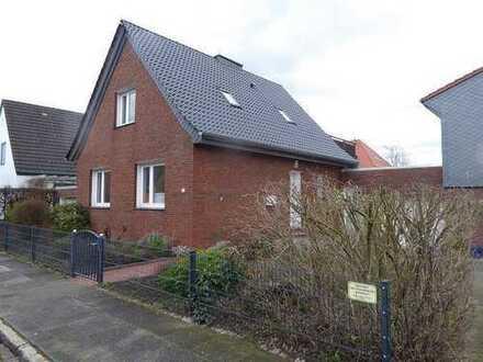 modernisiertes Einfamilienhaus mit Garage und Keller