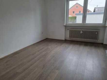 Gepflegte EG-Wohnung mit drei Zimmern und Balkon in Großaitingen