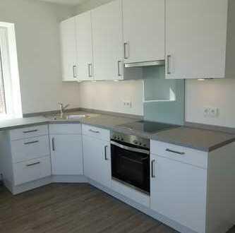 Erstbezug nach Sanierung mit Einbauküche und Balkon: freundliche 4-Zimmer-Wohnung in Husum