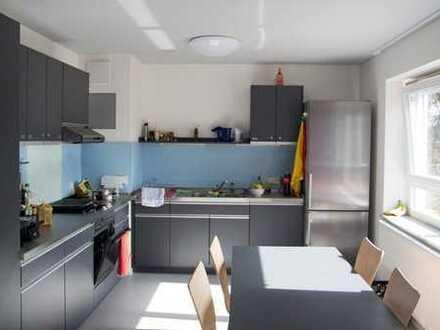 Helles, möbiliertes 14m² Zimmer zur Zwischenmiete