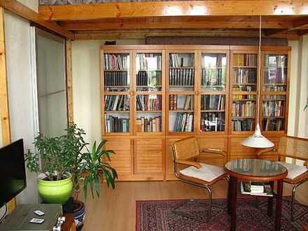 Möbliertes Zimmer mit Wasserblick auf Zeit