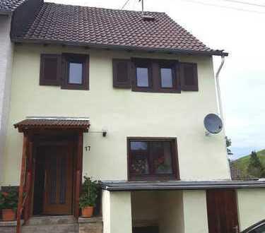älteres Haus in Bayerfeld-Steckweiler, Donnersbergkreis