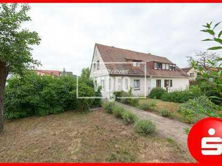 Kleine renovierungsbedürftige Doppelhaushälfte mit großem Grundstück in Nürnberg Gebersdorf