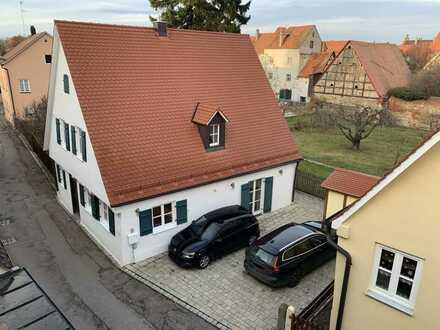 Altstadthaus mit Hof/Terrasse innerhalb der Stadtmauer von Nördlingen