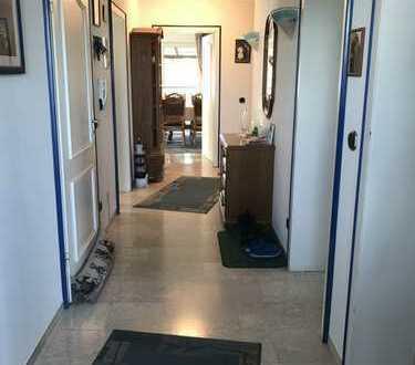 Schöne 4,5-Zimmer-Wohnung, 120 qm, 30 qm überdachte Dachterrasse zur Sonnenseite